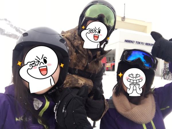 我刚到滑雪场的时候冷得发抖,到后来滑雪热到大脑都发烫了.