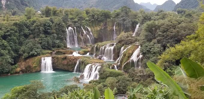 壁纸 风景 旅游 瀑布 山水 桌面 680_331