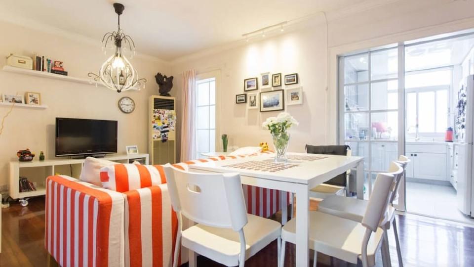 地铁2号线旁边的两室一厅的宜家风格小屋,其中一间14平米