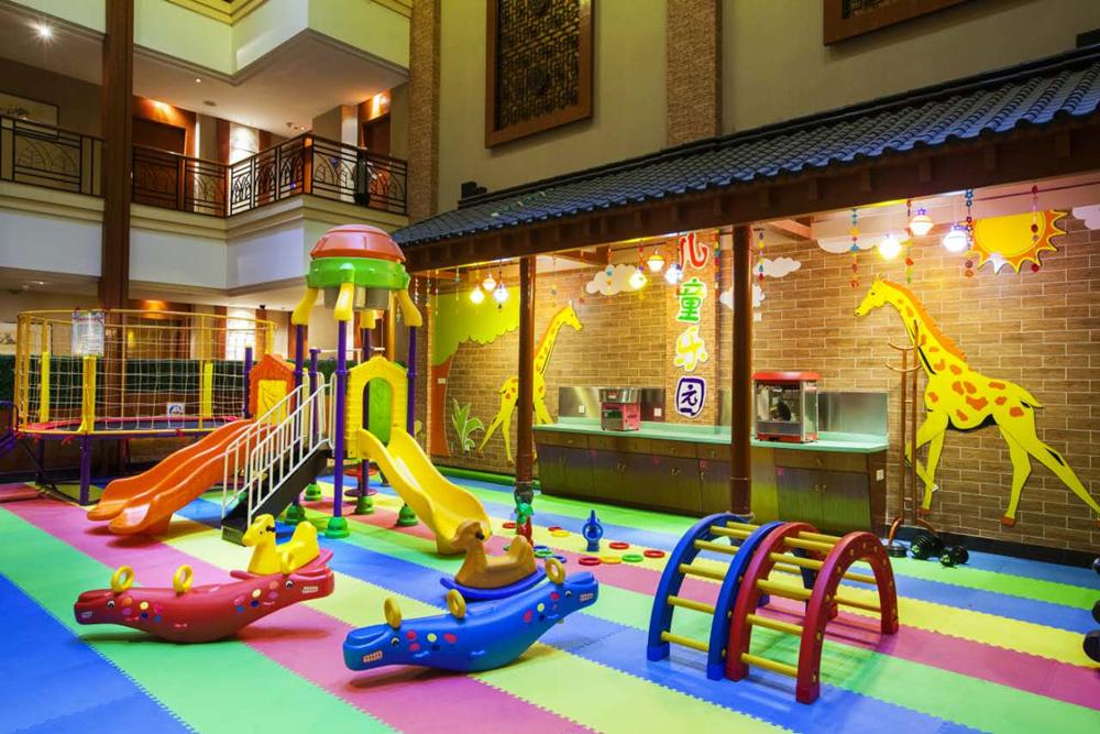 杭州乐园是长三角地区著名的综合性主题公园,地处湘湖中心区域