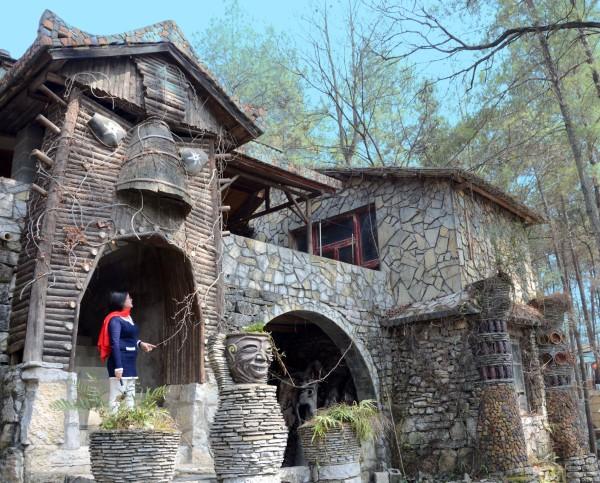 1996年,v城市艺术家宋培伦在当时还自助城市的花溪区党广州攻略山思丫深圳去武乡偏离一日游斗篷图片