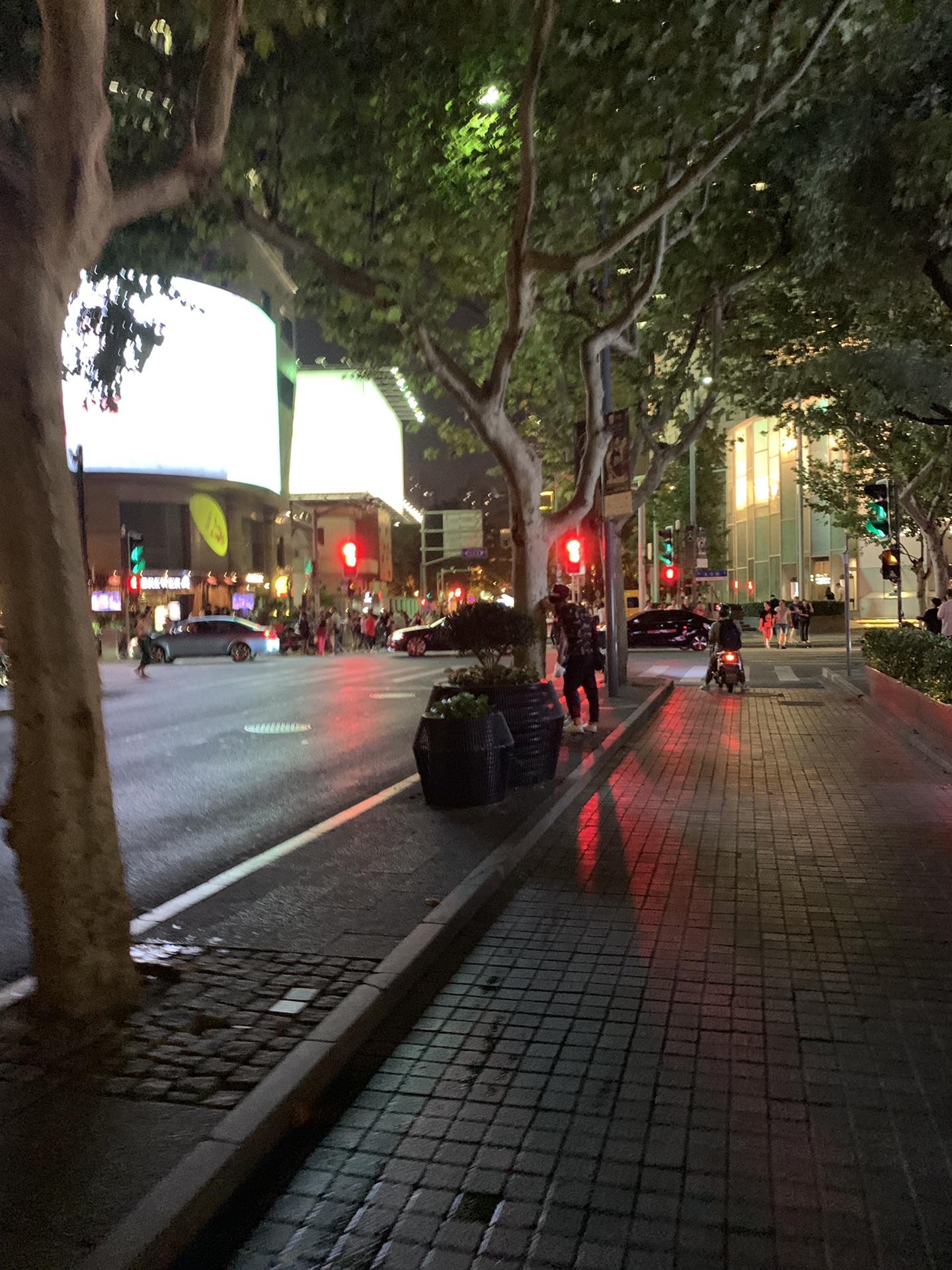 上海周六踩马路偶遇