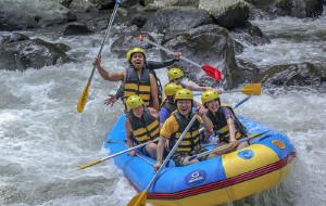 巴厘岛娱乐-阿勇河白水漂流
