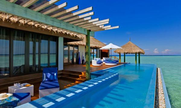 马尔代夫 游记  维拉沙鲁岛不能坐水飞,只能快艇上岛,可能是因为离