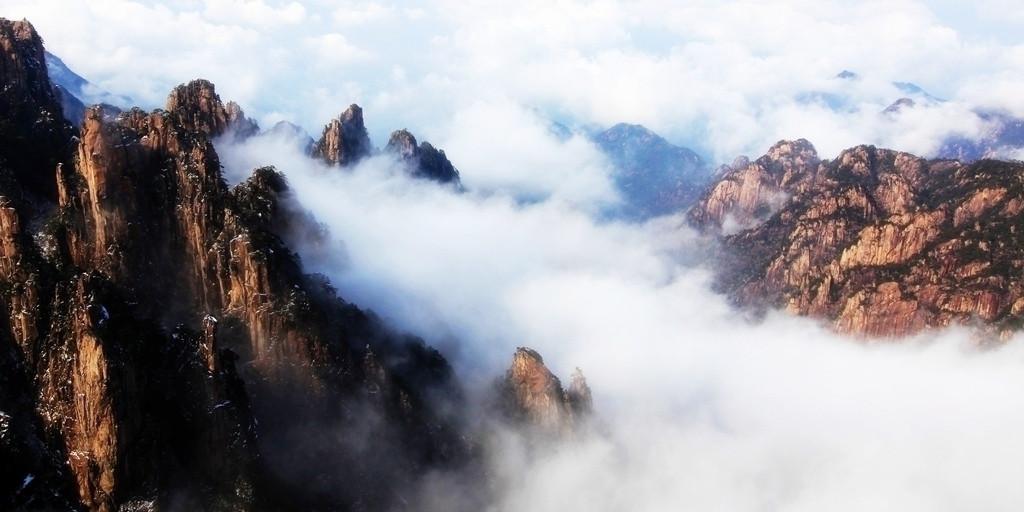 黄山风景名胜区面积160.6平方公里,坐落在黄山区境内.
