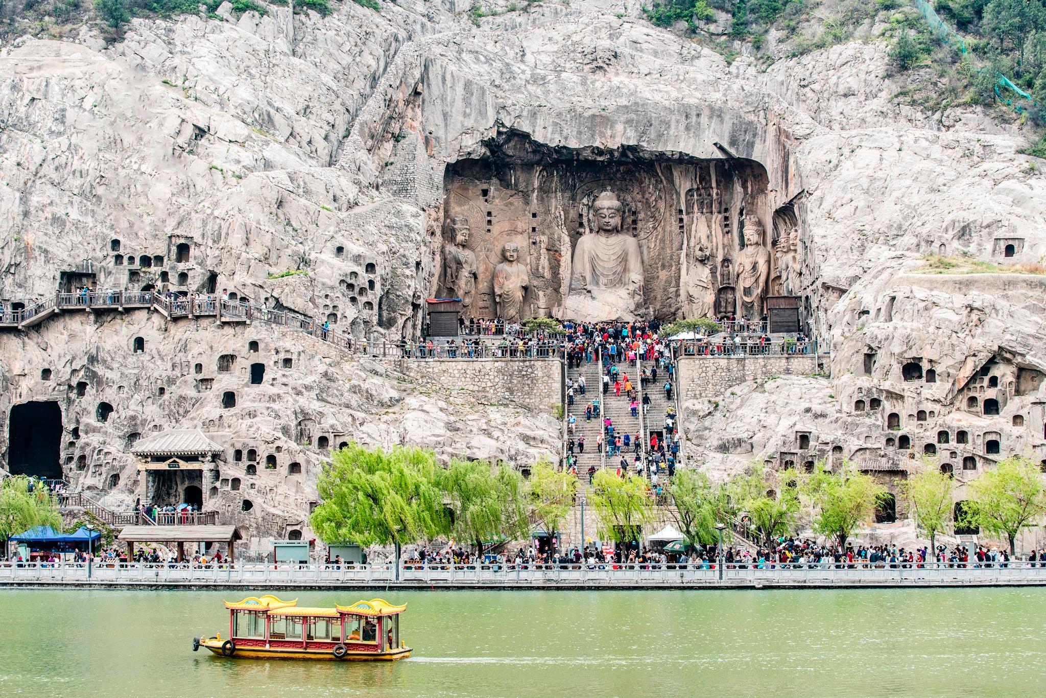 河南省内文物古迹,风景名胜众多,少林寺,龙门石窟,云台山等景点世界闻
