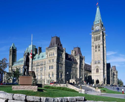 上午多伦多市区观光:参观加拿大著名的【多伦多大学