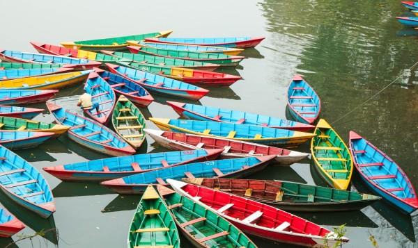 向西 一路 西藏/费瓦湖边的小船